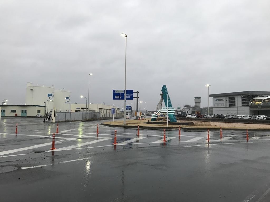 雨模様の仙台国際空港入口(平成30年3月1日)