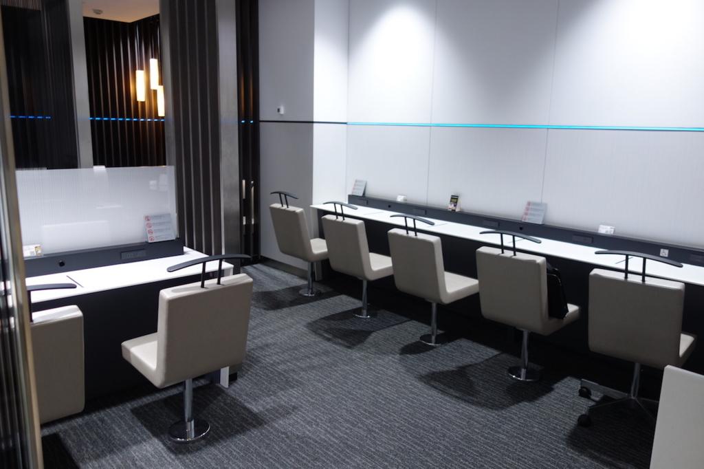 仙台国際空港のANAラウンジ壁側席(平成30年3月1日)