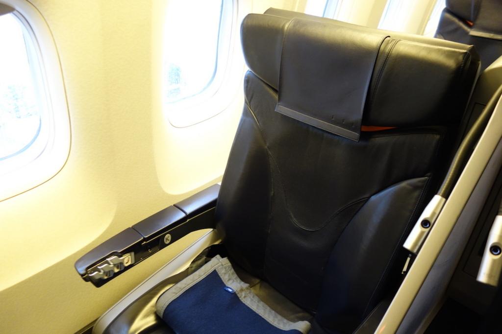 ANA732便のプレミアムクラスシート1K(平成30年3月1日)
