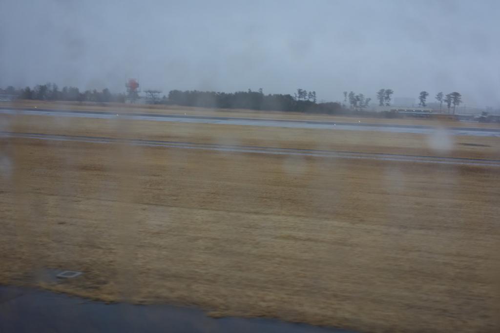 ANA732便から見た雨模様の仙台国際空港敷地内(平成30年3月1日)