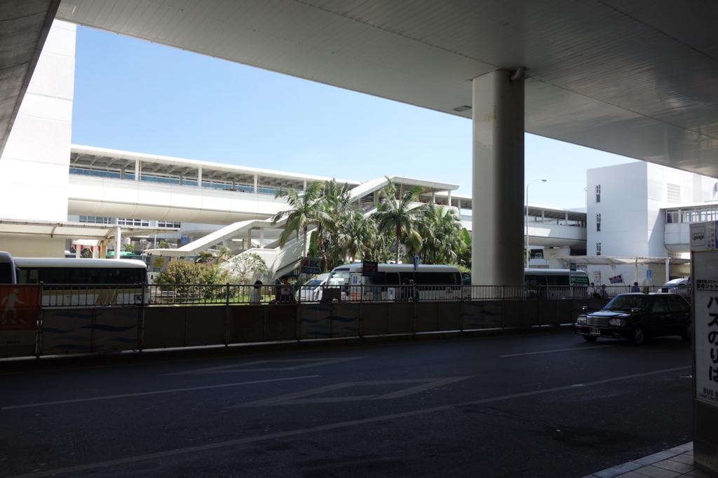 那覇空港1階出入口からの眺め(平成30年3月1日)
