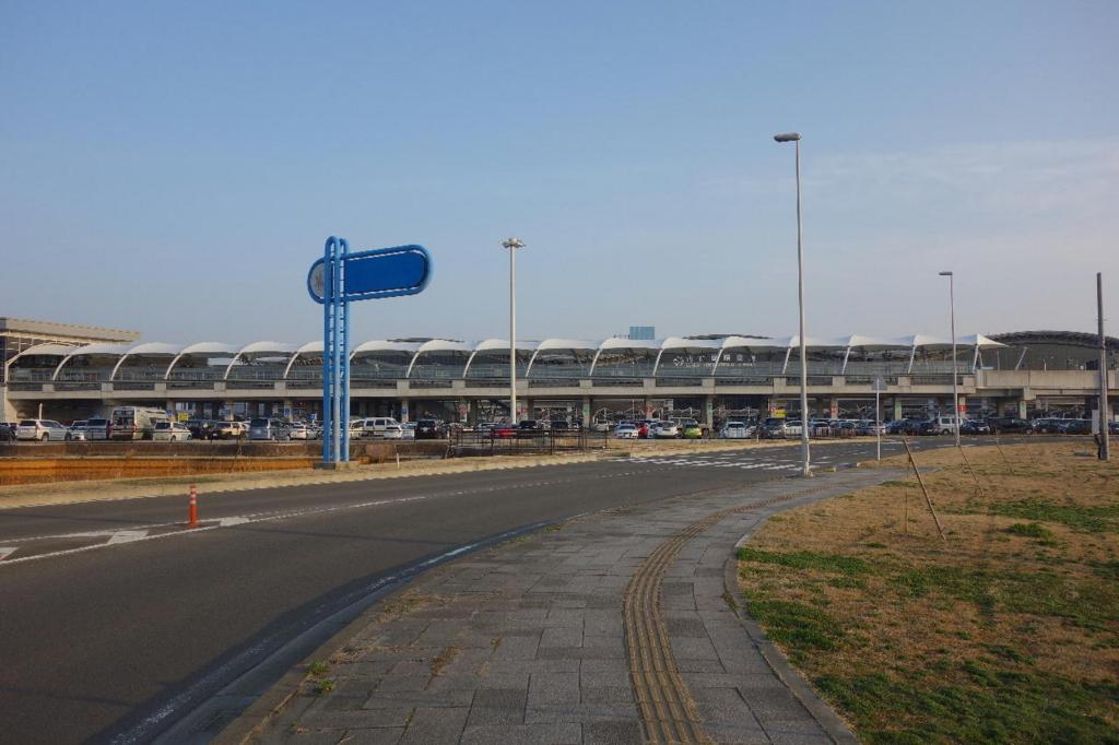 晴天の仙台国際空港入口(平成30年3月27日)
