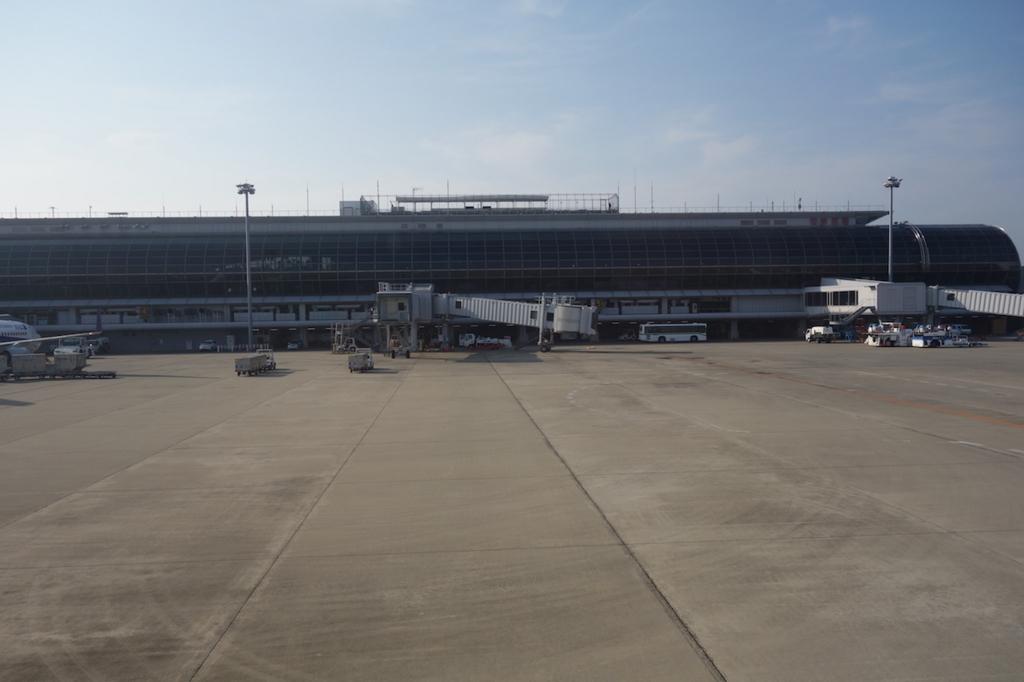 離陸前のANA732便から見た仙台国際空港敷地内(平成30年3月27日)