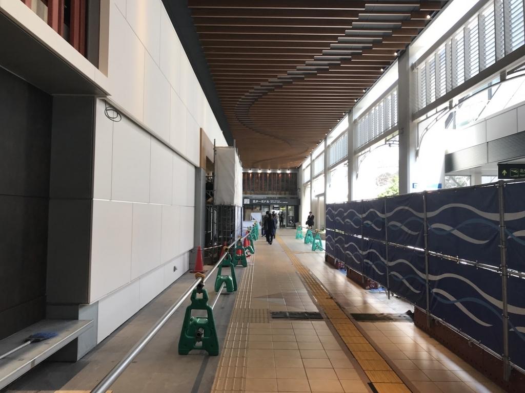 大阪国際空港1階の中通路(平成30年3月27日)