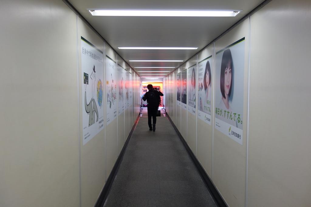 大阪国際空港のボーディングブリッジ(平成30年3月27日)