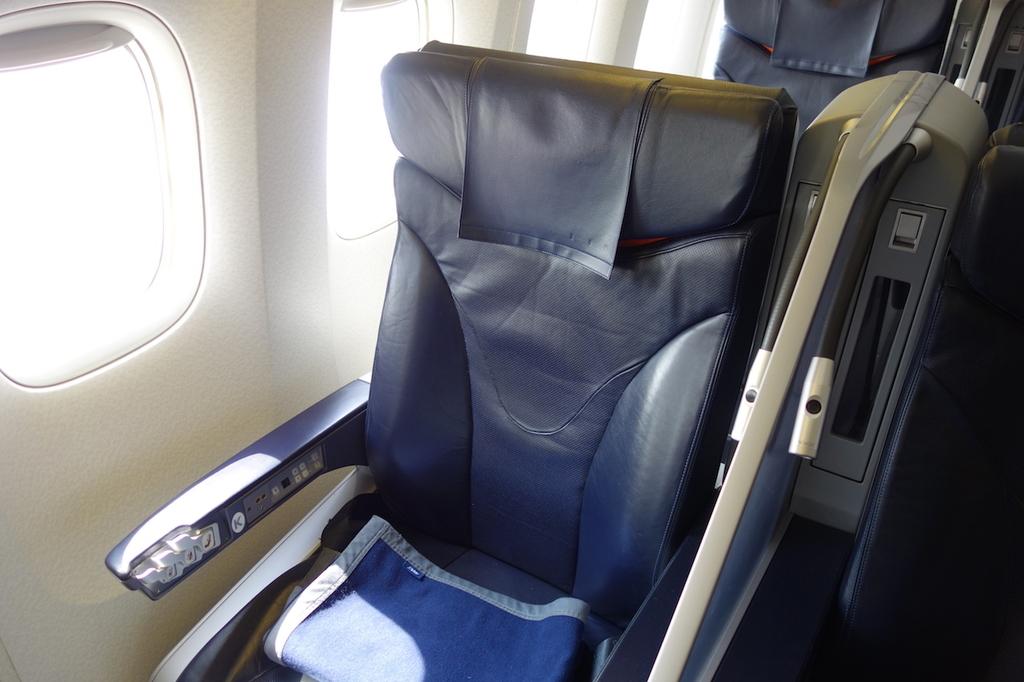ANA765便のプレミアムクラスシート(平成30年3月27日)