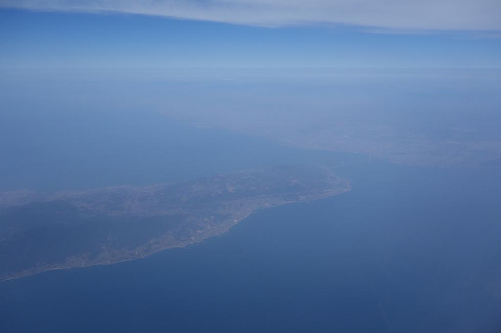 ANA765便から見た離陸直後の淡路島上空(平成30年3月27日)