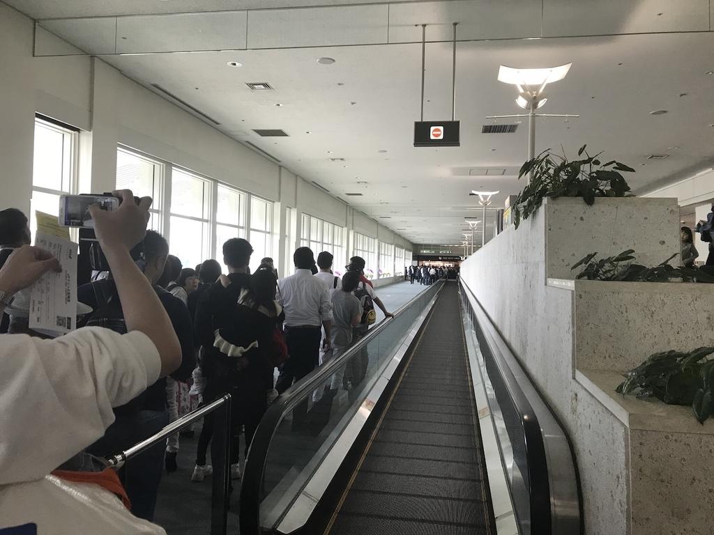 那覇空港の保安検査場付近(平成30年3月27日)