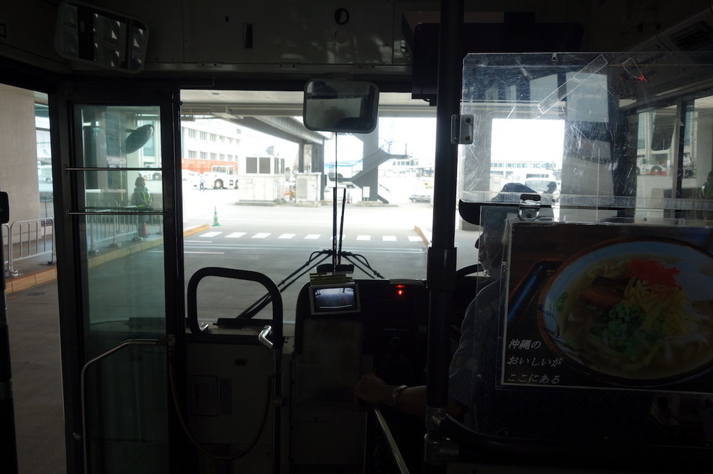 那覇空港のANAバス車内(平成30年3月27日)