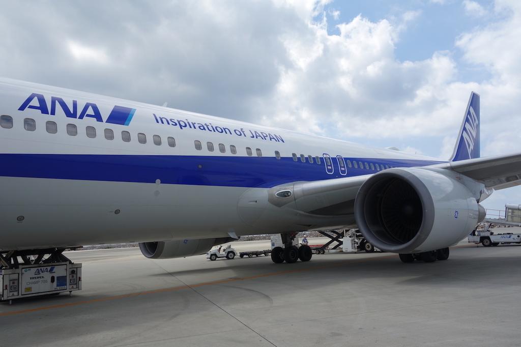 那覇空港で出発を待つANA1864便(平成30年3月27日)
