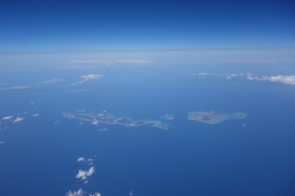 ANA1864便から見た離陸直後の沖縄上空(平成30年3月27日)