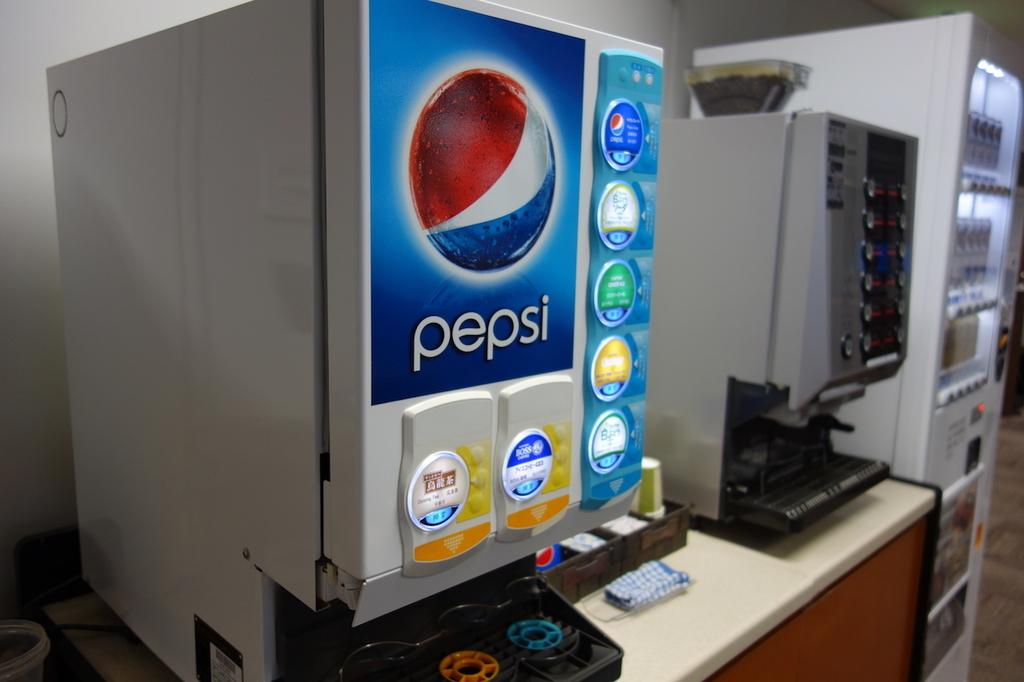 仙台国際空港のBusiness Lounge East side 清涼飲料水マシン(平成30年3月27日)