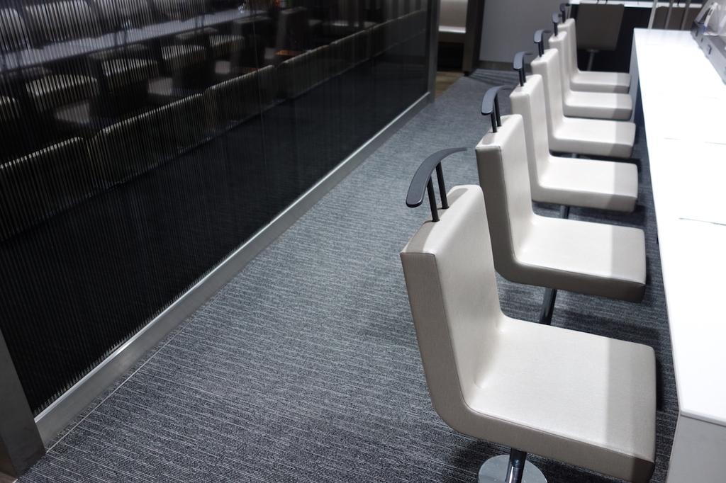 仙台国際空港のANAラウンジ 中央部テーブル席(平成30年4月25日)