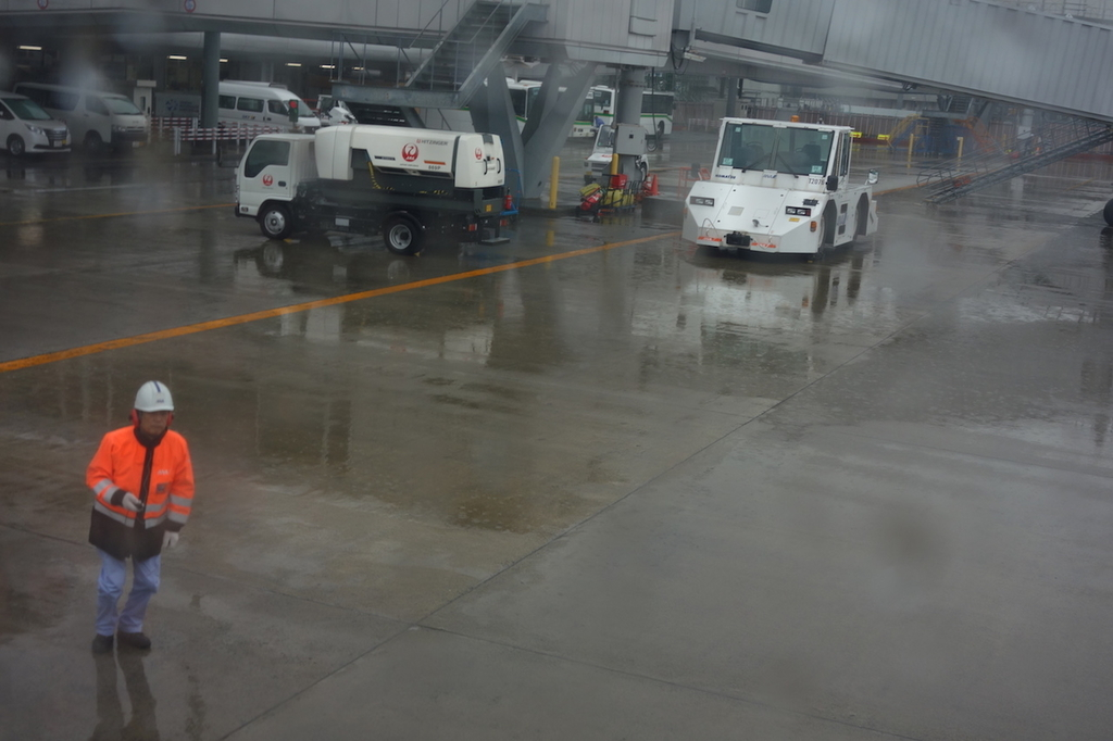 ANA732便から見た雨模様の仙台国際空港敷地内(平成30年4月25日)