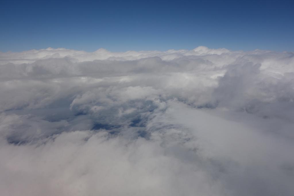 ANA732便から見たモコモコな形の雲海(平成30年4月25日)