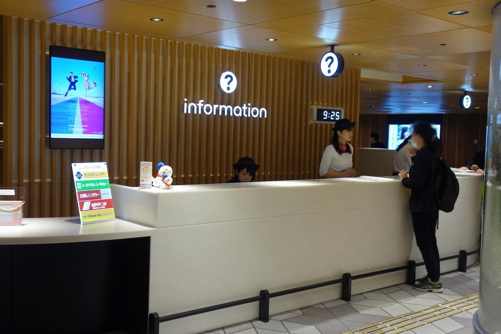 大阪国際空港のインフォメーションカウンター(平成30年4月25日)