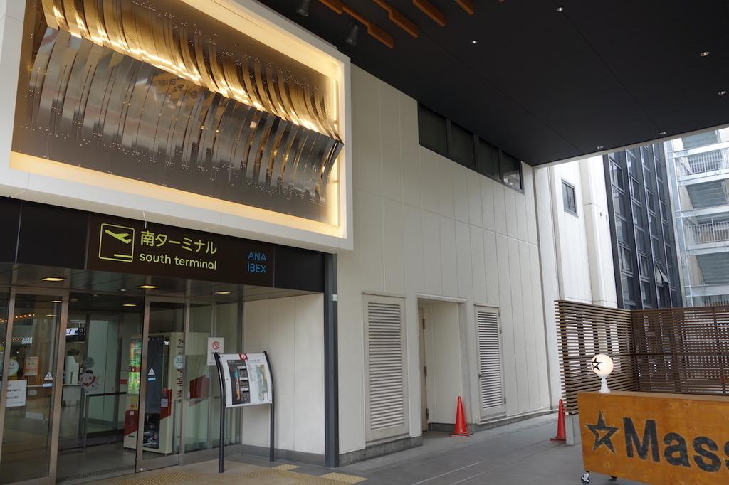 大阪国際空港南ターミナル1Fの入口(平成30年4月25日)