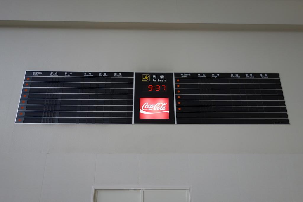 大阪国際空港南ターミナル1Fの旧フライトボード(平成30年4月25日)