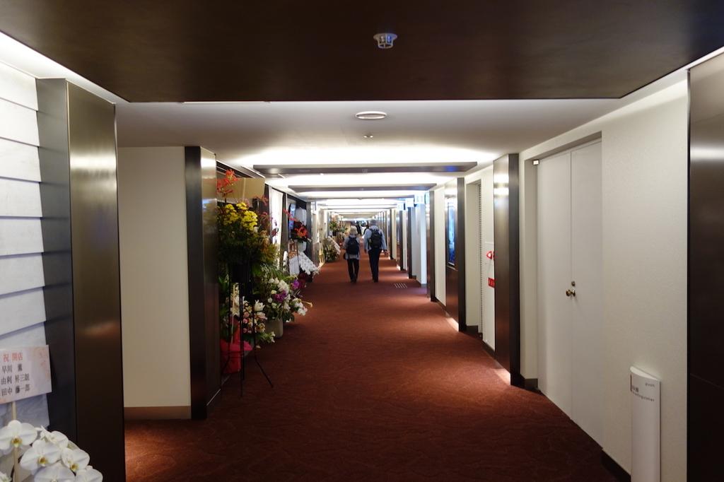 大阪国際空港中央ブロック3Fのレストラン街通路(平成30年4月25日)