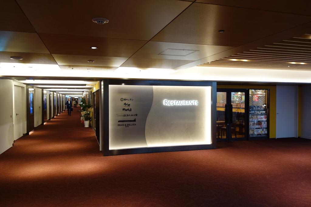 大阪国際空港中央ブロック3Fの大阪エアポートワイナリー(平成30年4月25日)