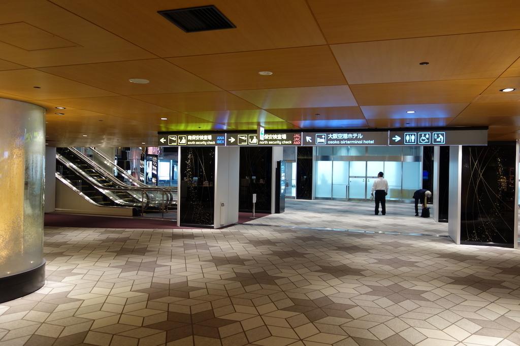 大阪国際空港の到着口付近(平成30年4月25日)