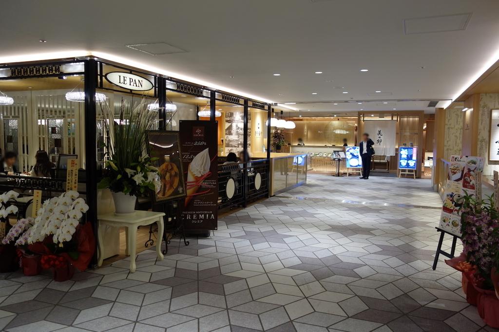 大阪国際空港中央ブロック2Fのル・パン神戸北野付近(平成30年4月25日)