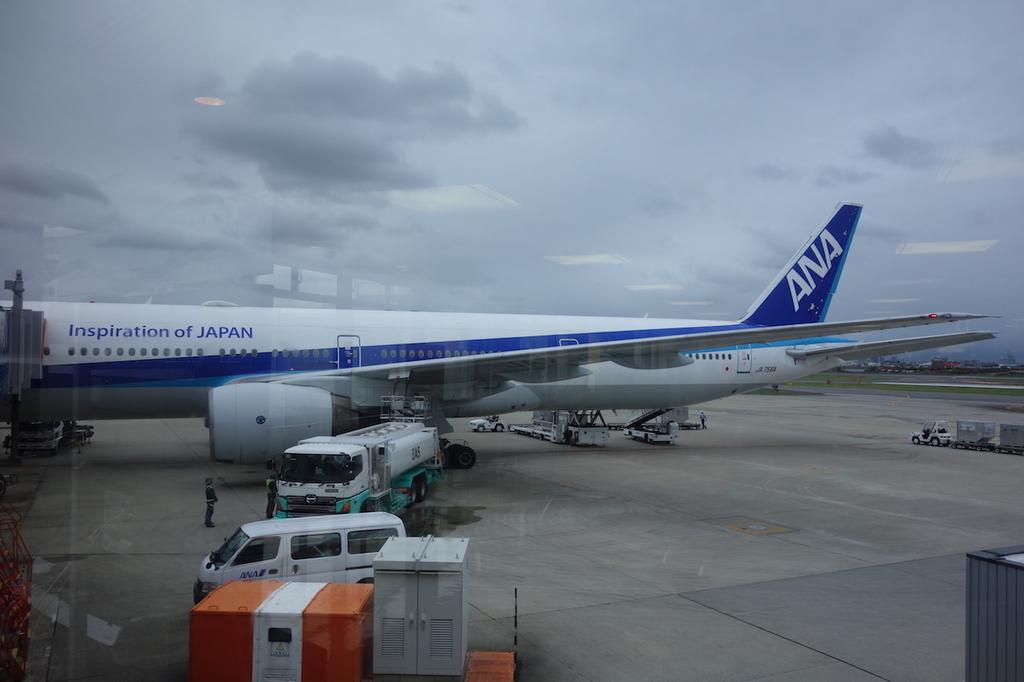 大阪国際空港で出発を待つANA765便(平成30年4月25日)
