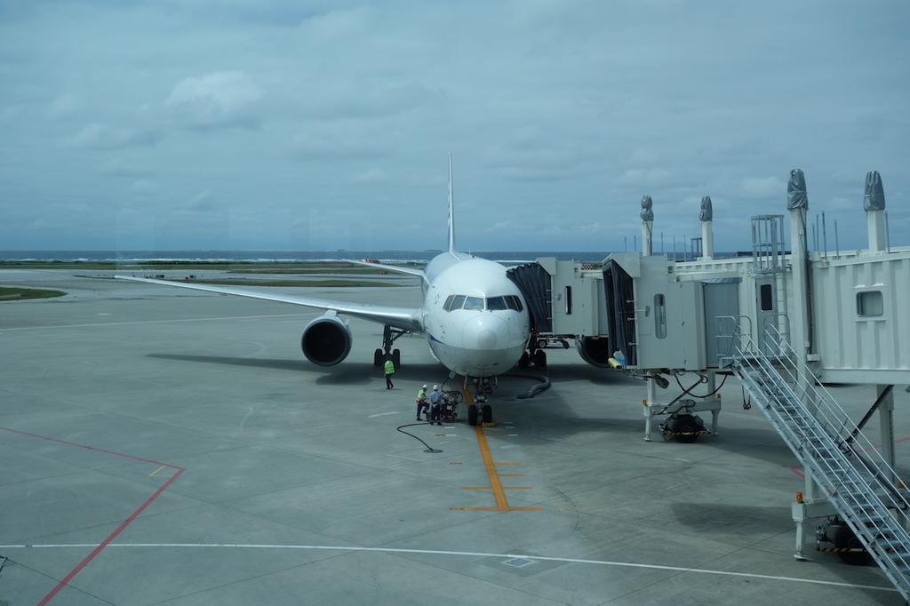 那覇空港で出発を待つANA1864便(平成30年4月25日)