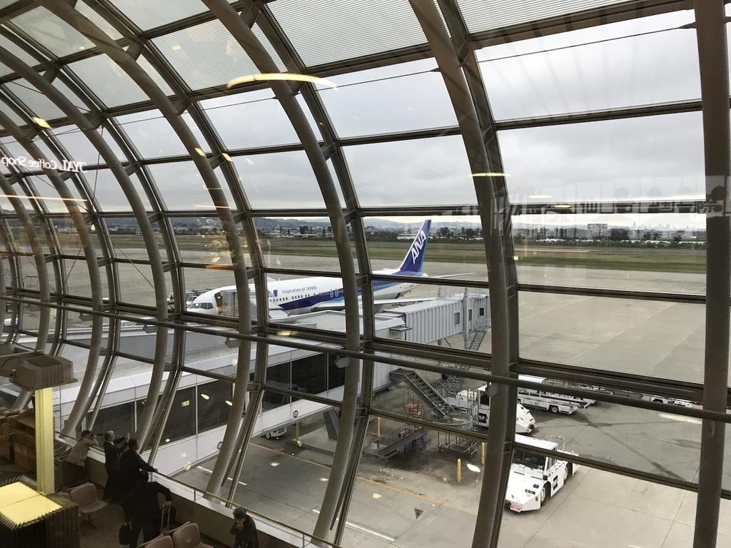 仙台国際空港3階から見た到着したばかりのANA1864便(平成30年4月25日)