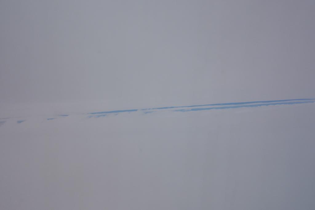 ANA1863便から見た地表の裂け目のような雲海(平成30年6月11日)