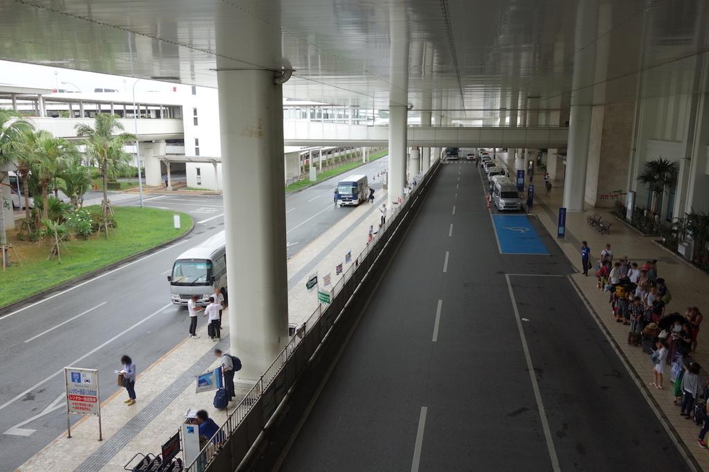 那覇空港からゆいレール那覇空港駅までの連絡通路2