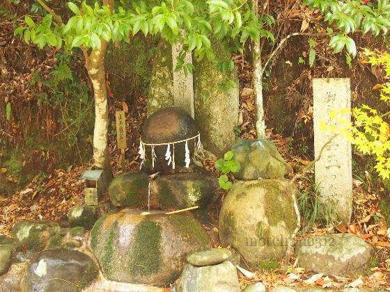玉作湯神社の願い石