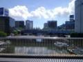 運河と関内へ向かう京浜東北根岸線