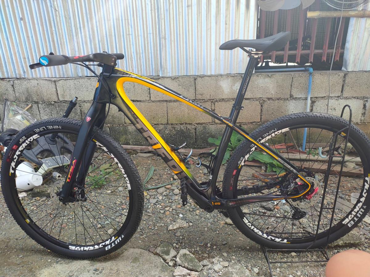 Trifox MFM200 カーボンファイバーマウンテンバイク 黄