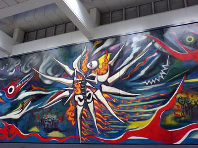渋谷に飾られた巨大壁画《明日の神話》