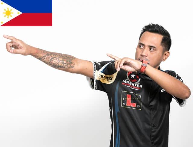 フィリピンのプロダーツプレーヤーローレンスイラガン