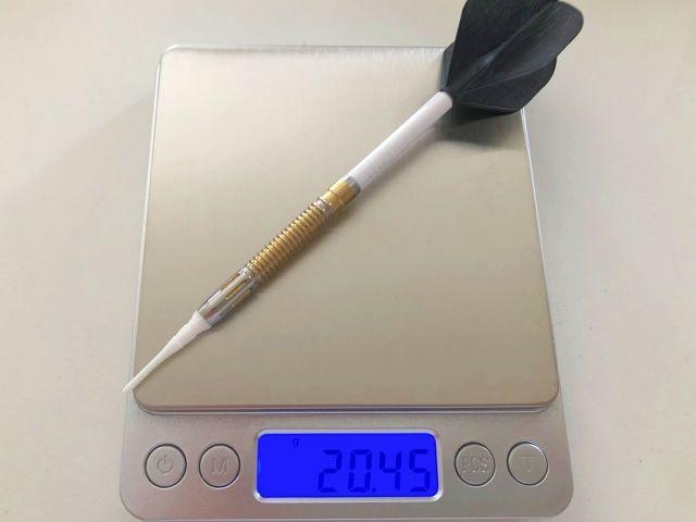 ダーツのセッティングの重さを電子秤で計測する