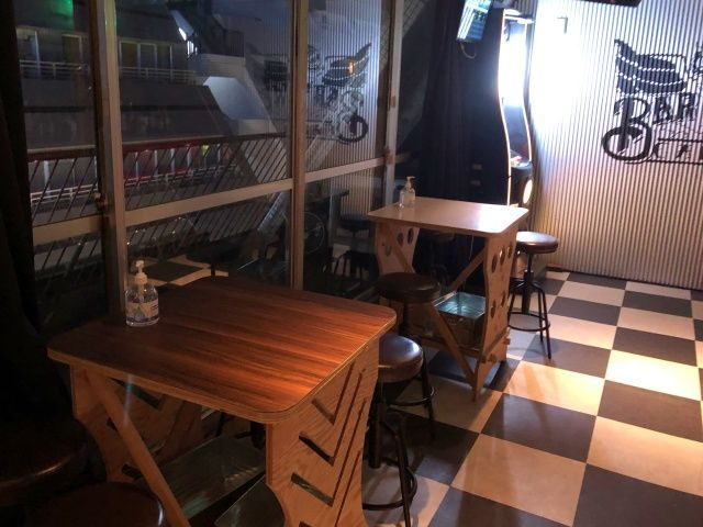 津田沼のダーツバーOWLのテーブル席