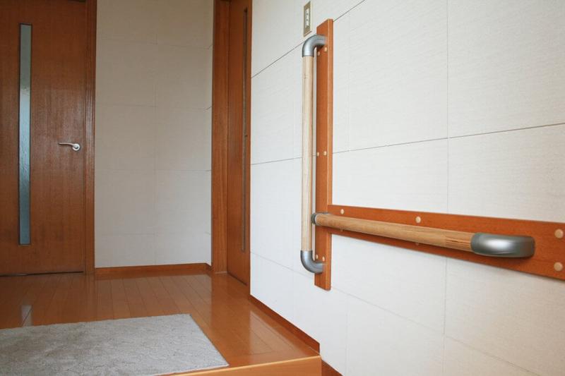 手すりを設置した玄関