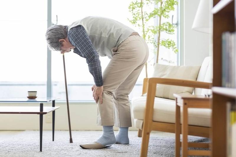 膝関節痛の高齢者