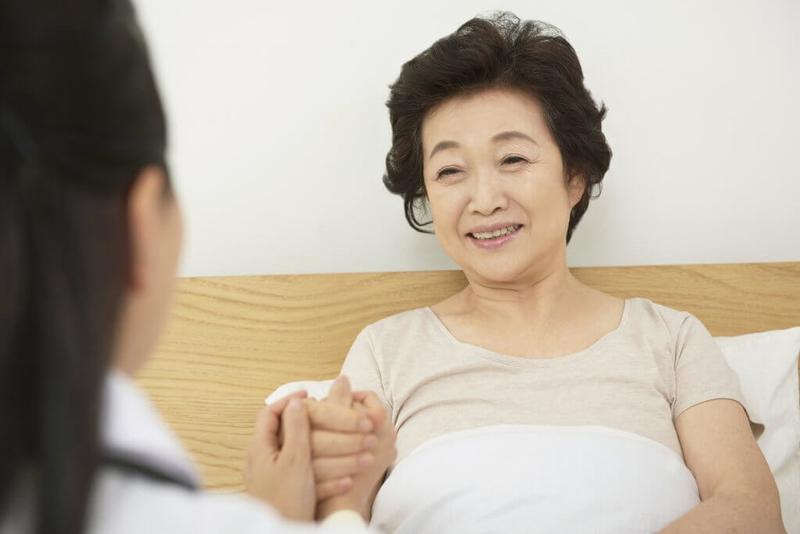 居宅療養管理指導を受ける女性