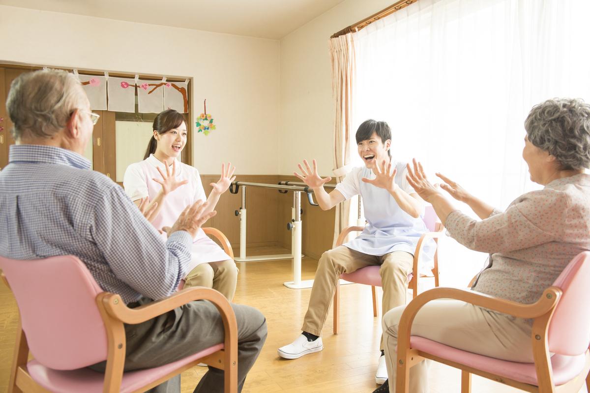 認知症の予防に手遊びが効果的