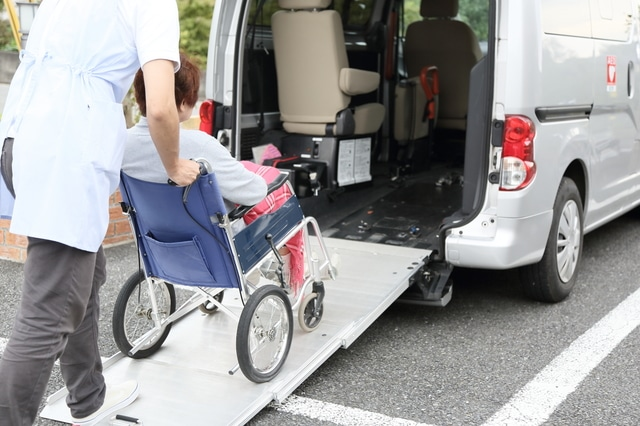 外出支援サービスとは 費用と利用の流れ