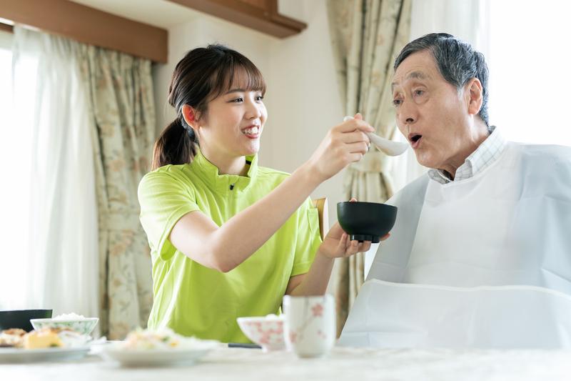 介護用食事エプロンの種類と選び方