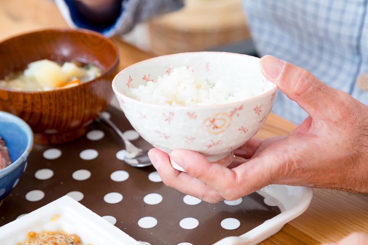 認知症による過食を防ぐ5つのコツ