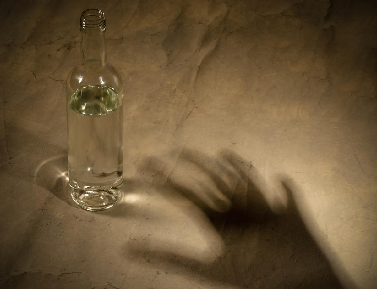 アルコール性認知症の症状とは?改善は可能?