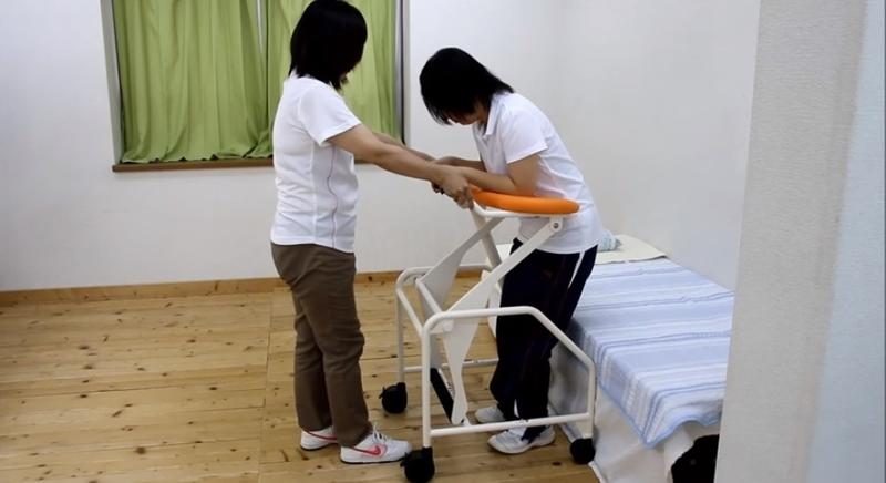 介護士不足を補えるか―立ち上がりを介助する歩行器「たぁーくん」の実力