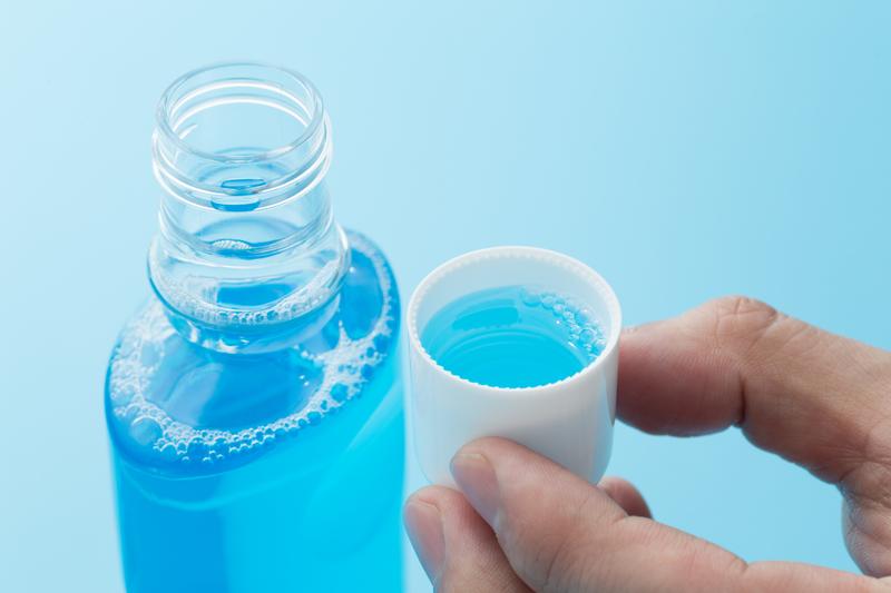 液体歯磨き(デンタルリンス)を介護で使うコツ