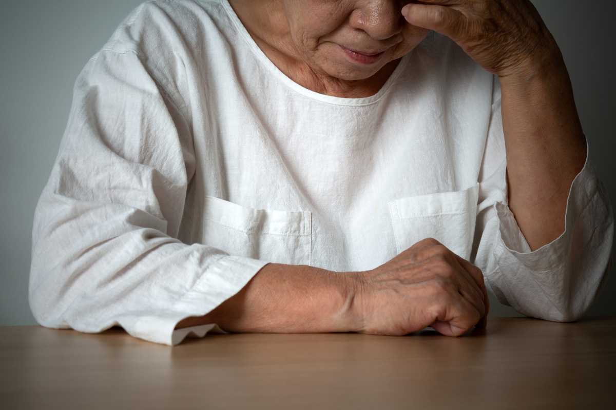 高齢者の認知症と間違えやすい老人性うつ病とは?