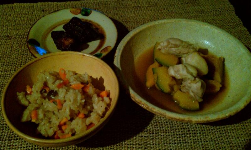 夕食: 鶏ももかぼちゃ煮物、唐揚げのの残り、炊き込みご飯